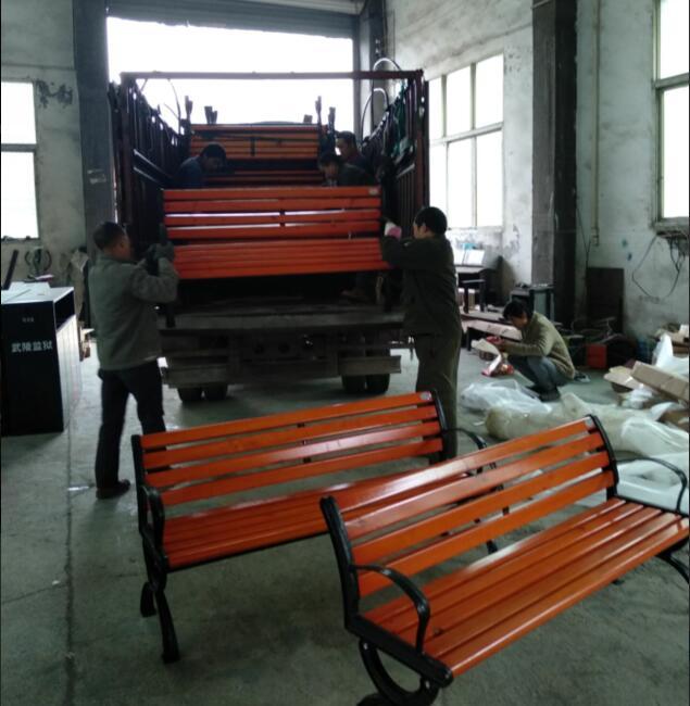 BOB两江新区公园休闲椅装车(图4)