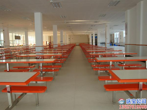 公司承建的塑胶体育场地,看台椅和学校食堂餐桌椅工程(图9)