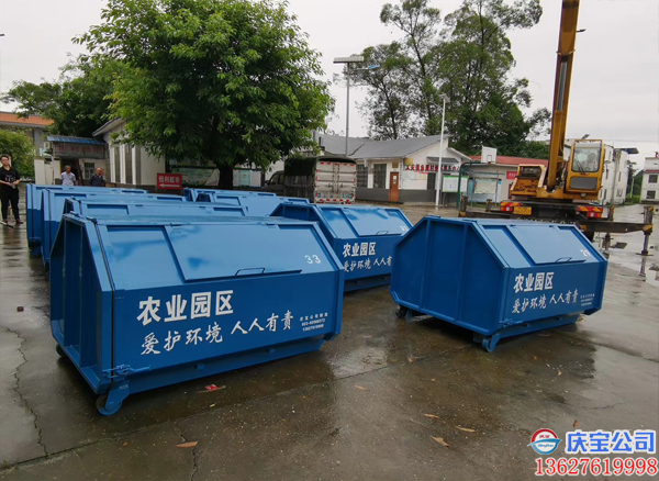 BOB渝北农业园区3方垃圾箱及配套垃圾转运车交货现场